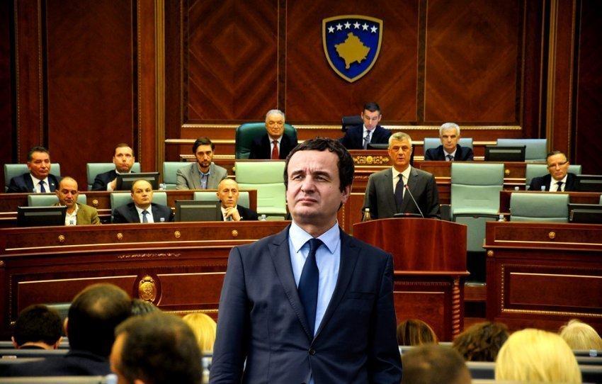 Albini në Parlament