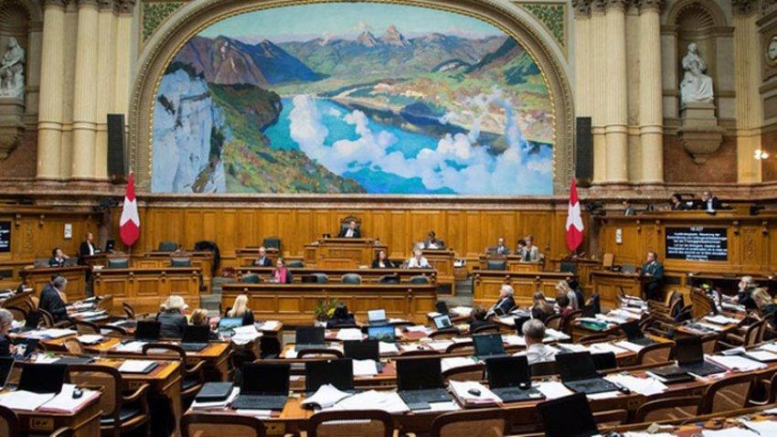 Parlamenti zviceran
