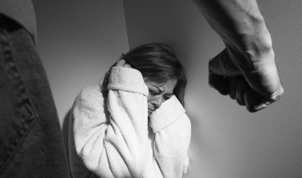 Dhuna në familje